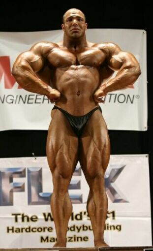 Zack Khan hits a front lat spread in the 2006 UKBFF heavyweight class!